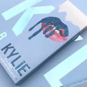 "❄️New Kylie Cosmetics ""Kissmas"" Holiday Lip Kit❄️"